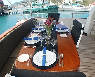 aft-deck-dining